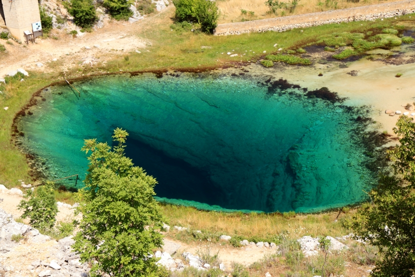 IZVOR CETINE: Modrozeleno zrcalo u surovom dalmatinskom kršu