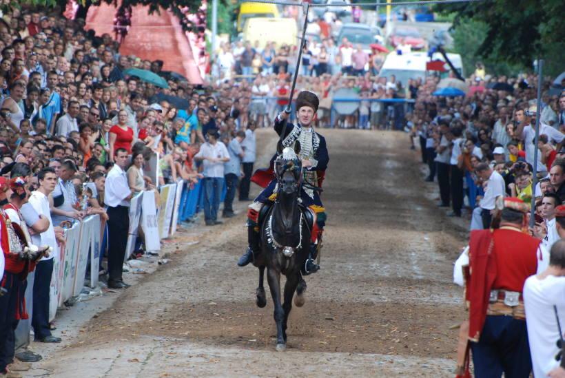 SINJSKA ALKA: Sinj postaje velika pozornica koja privlači desetke tisuća posjetitelja iz cijeloga svijeta