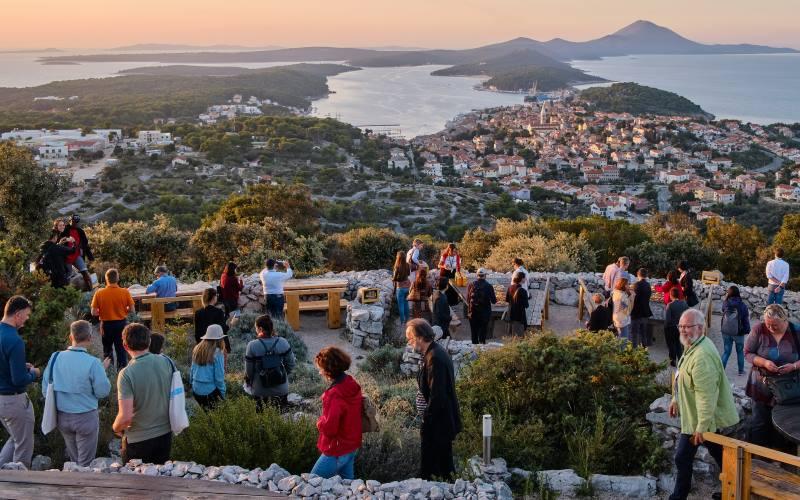 ON LINE REPUTACIJA: Čak 89 posto gostiju zadovoljno turističkom ponudom Lošinja
